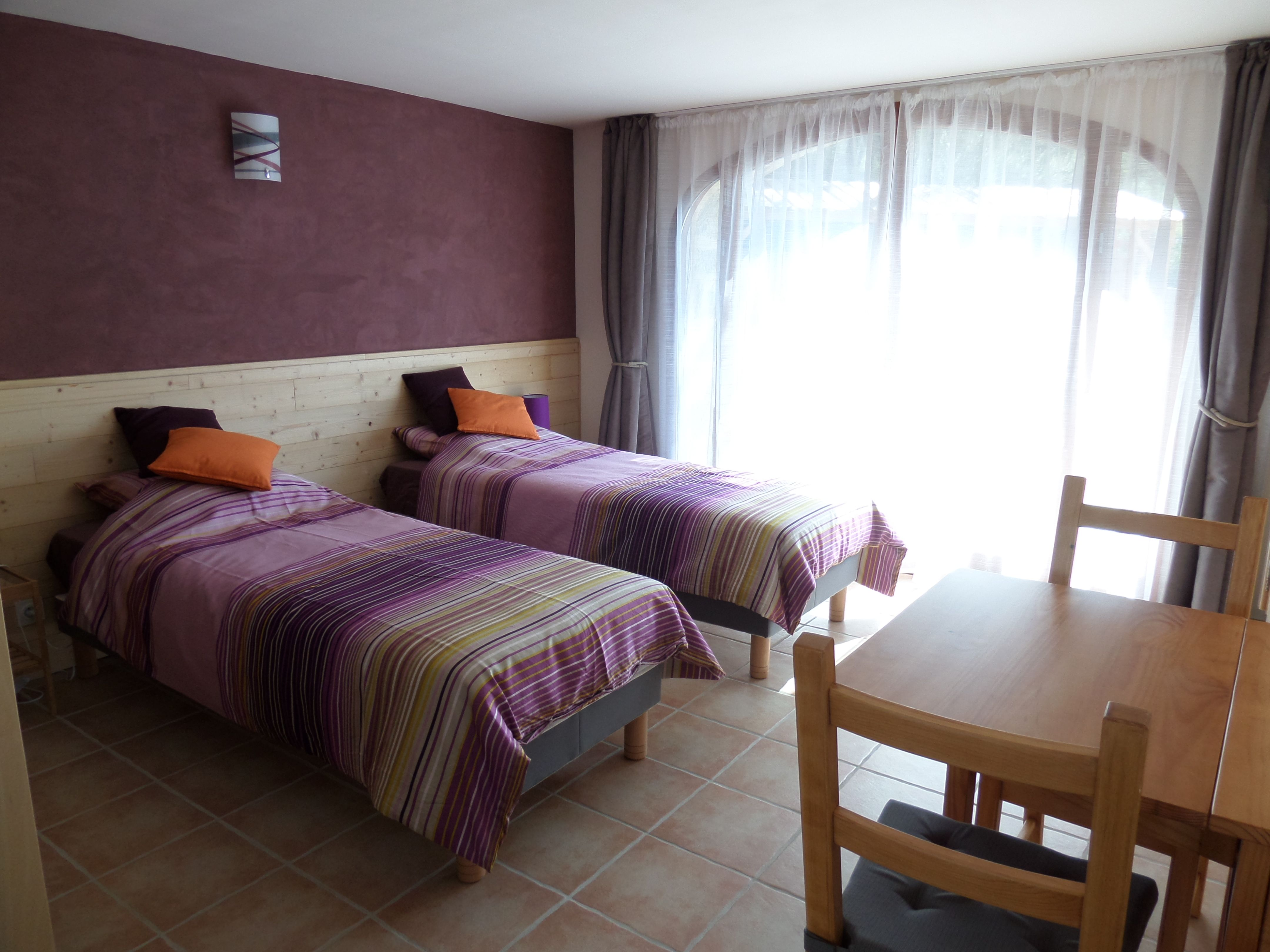 Disposition des lits dans la chambre pr sence relationpr sence - Disposition de chambre ...